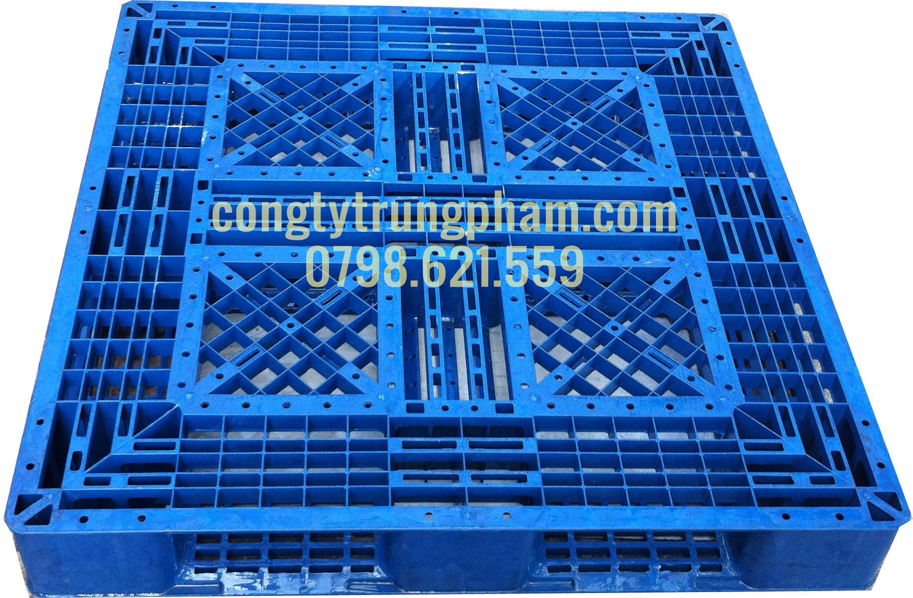 Pallet nhựa màu xanh trời 1100x1100x150